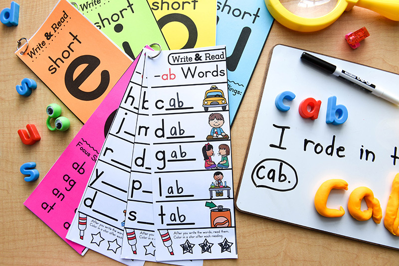 Different hands-on activities to master the sound-spelling